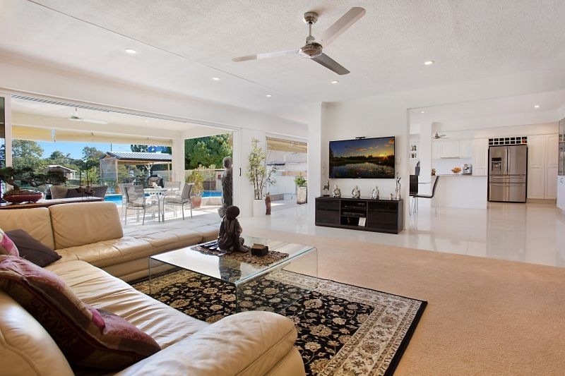 5 Fiesta Avenue, Isle Of Capri QLD 4217, Image 2