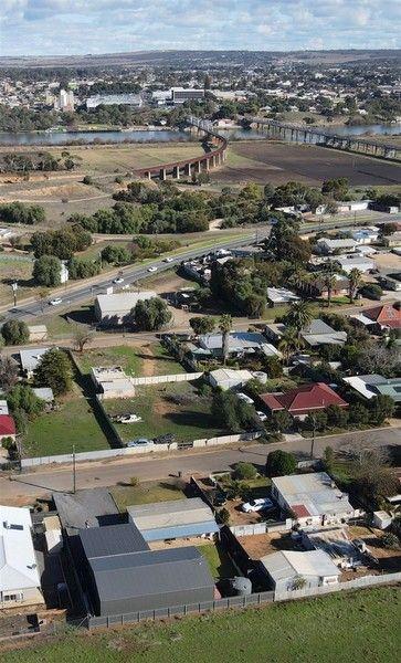 8 Moore Street, Murray Bridge East SA 5253, Image 0