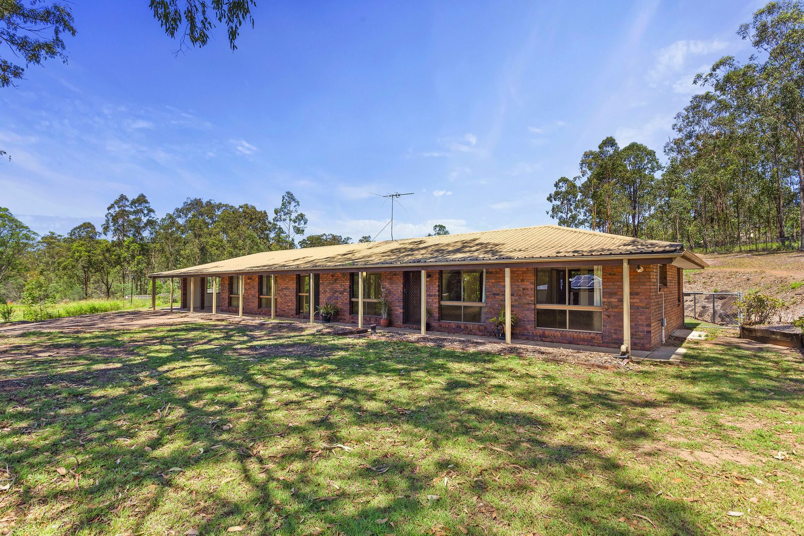 220 Jones Rd, Bellbird Park QLD 4300, Image 0