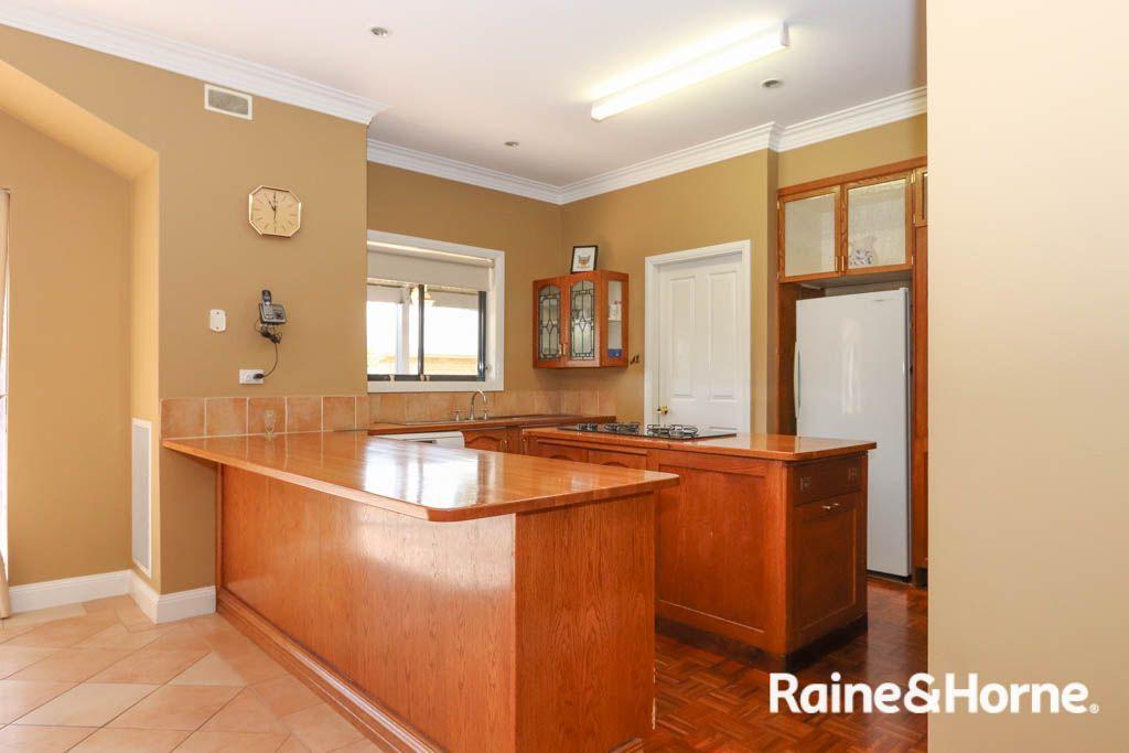 35 Kurumben Place, West Bathurst NSW 2795, Image 2