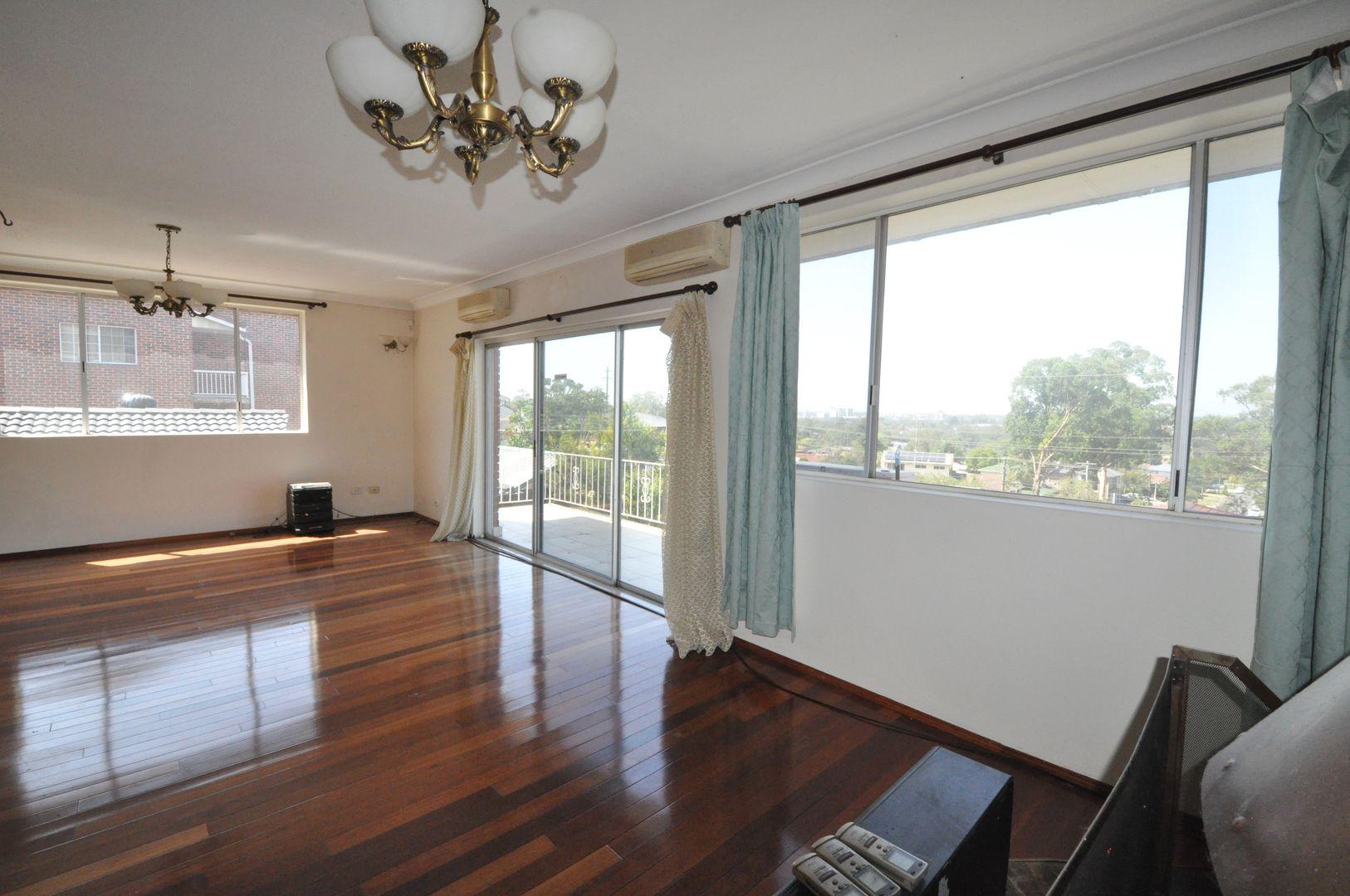 37 Caithness Crescent, Winston Hills NSW 2153, Image 0