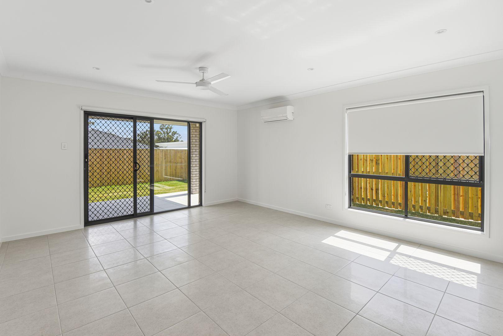 43 Greenview Circuit, Arundel QLD 4214, Image 2