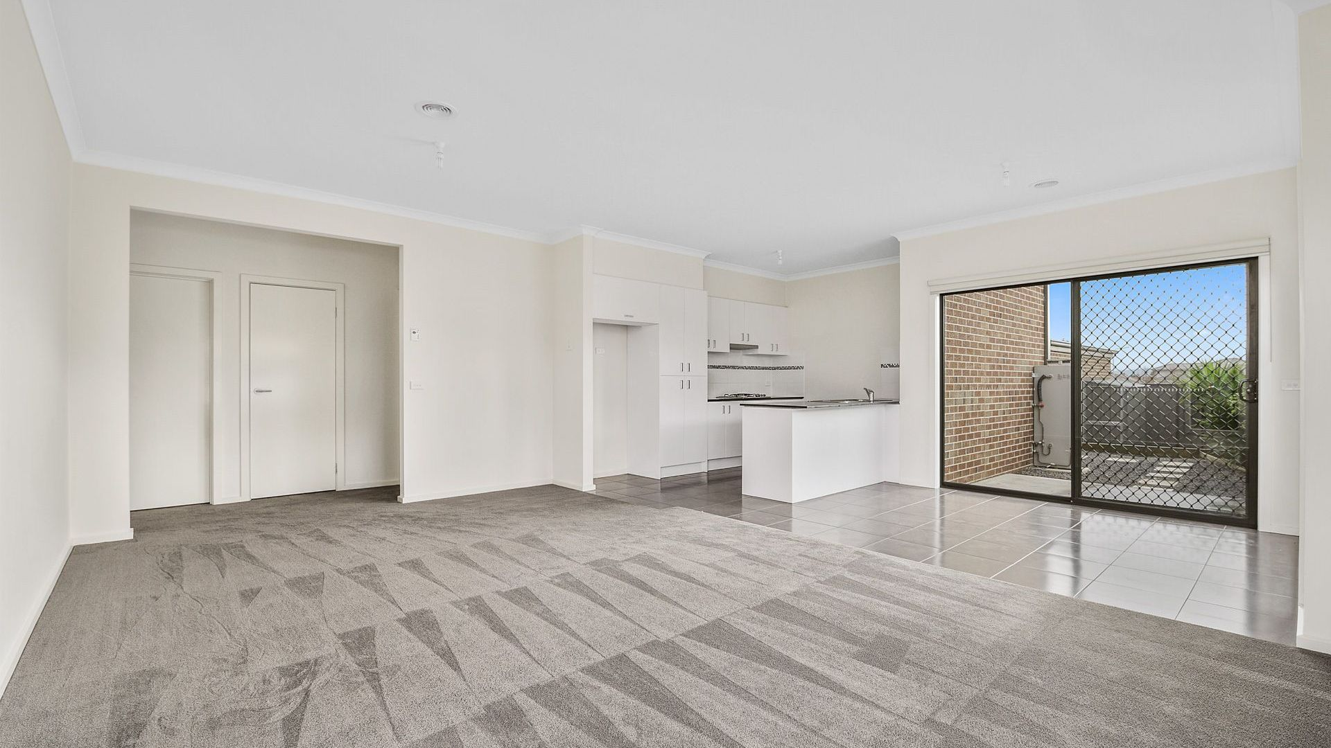 18 Kavanagh Lane, Clyde North VIC 3978, Image 2