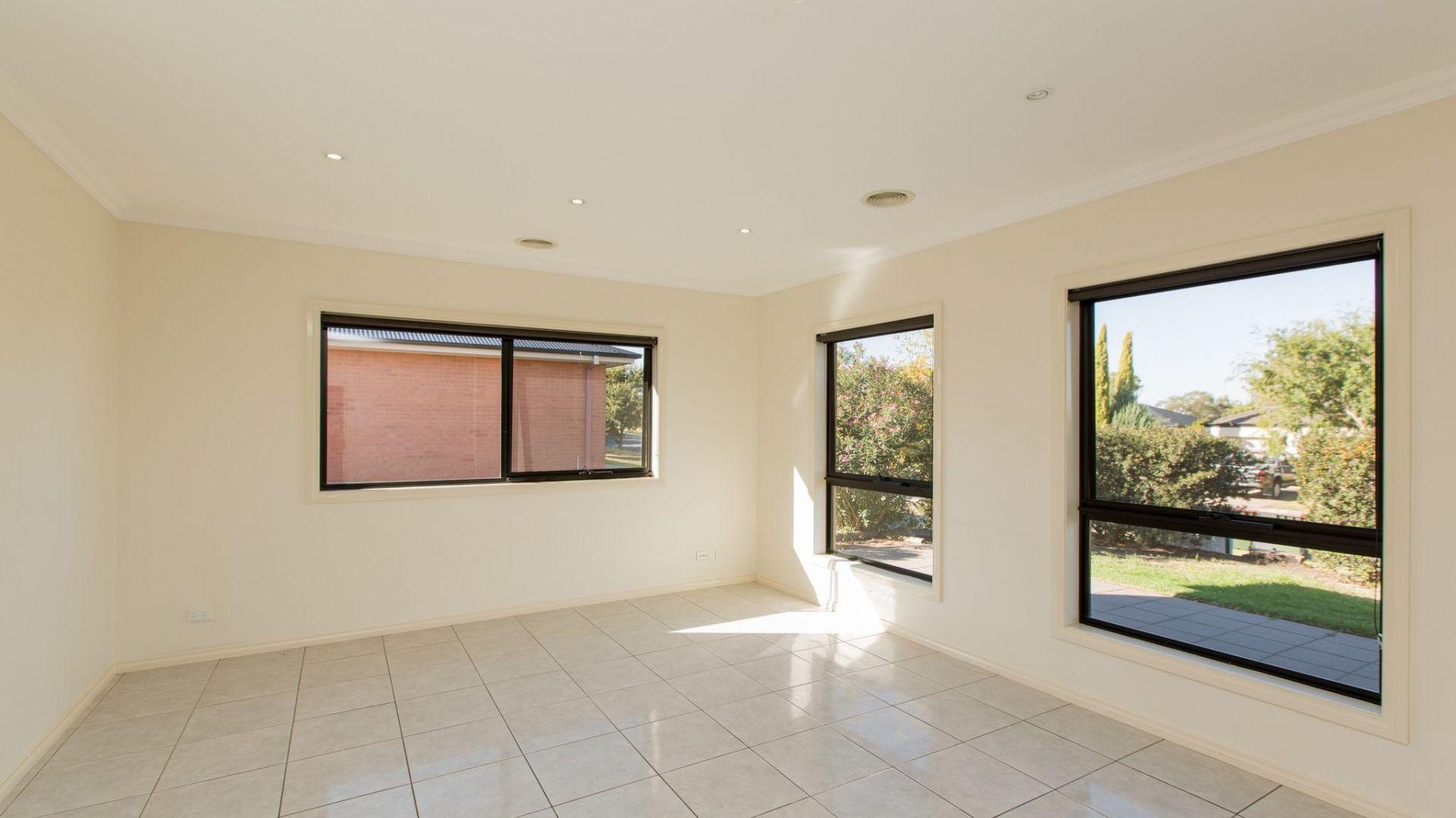 1/12 Kimberley Drive, Tatton NSW 2650, Image 2