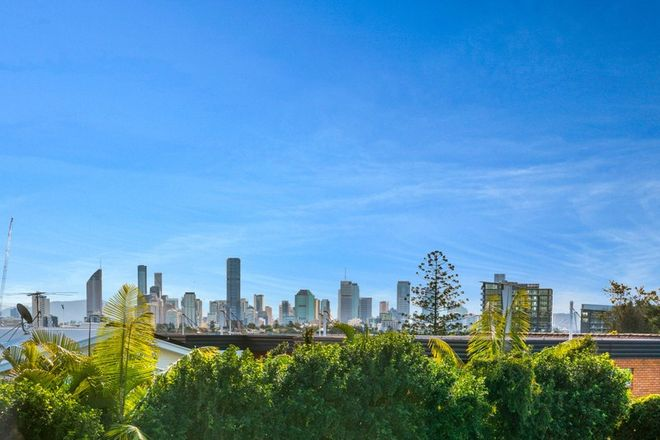 Picture of 2/277 Cavendish Road, COORPAROO QLD 4151
