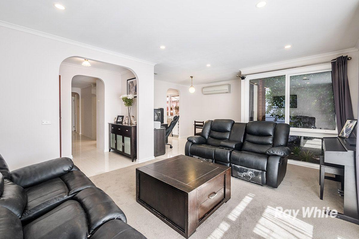 16 Brentwood Drive, Cranbourne North VIC 3977, Image 1