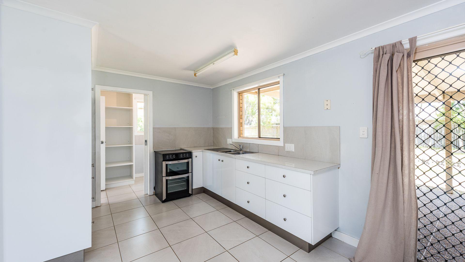 11 Chapman Street, Kalkie QLD 4670, Image 2