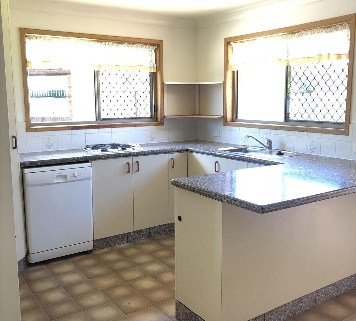 14 Reisling Court, Wilsonton QLD 4350, Image 2