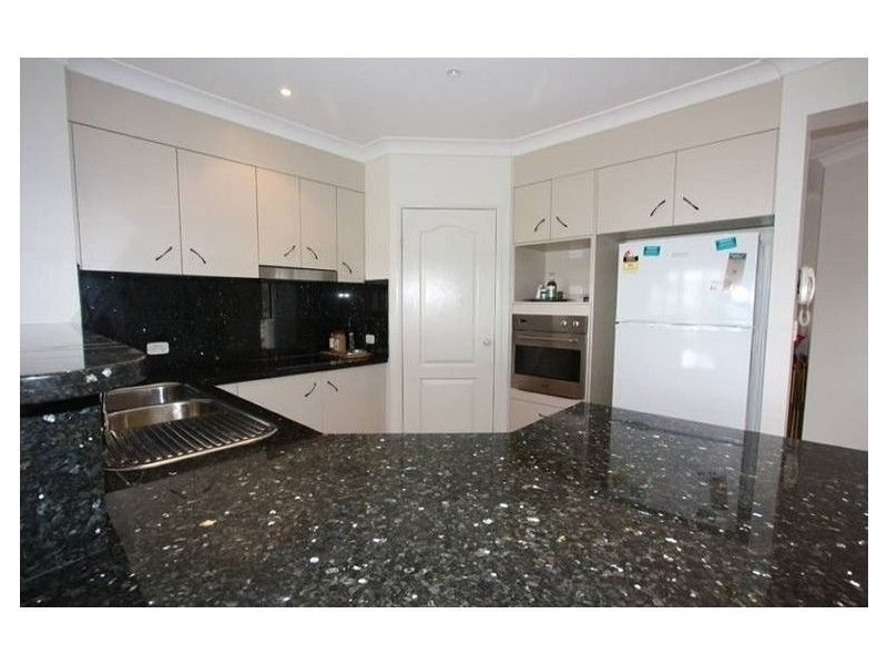 21 Hillary Cct, Pacific Pines QLD 4211, Image 2