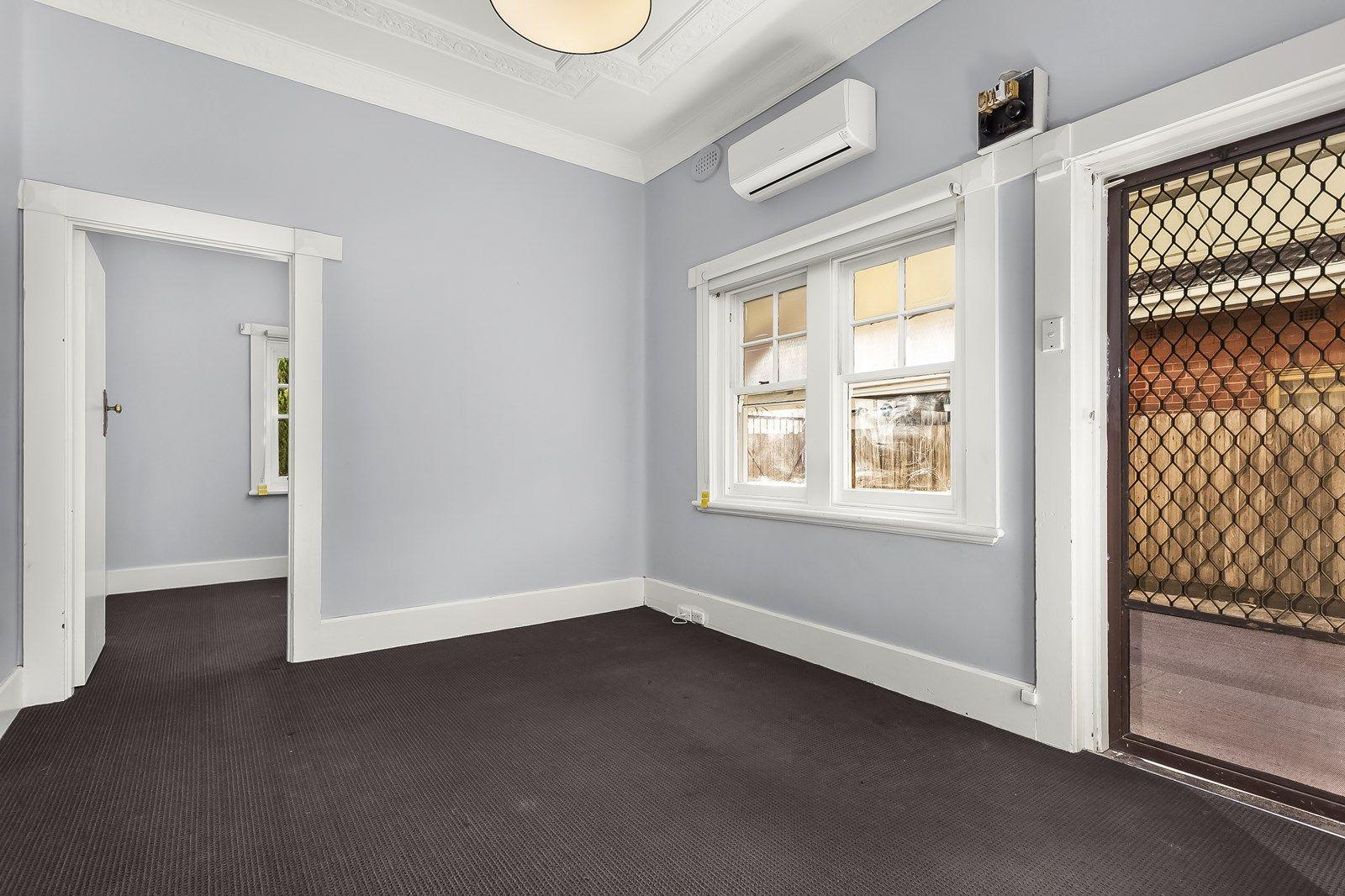 1/76 Hall Street, Newport VIC 3015, Image 2