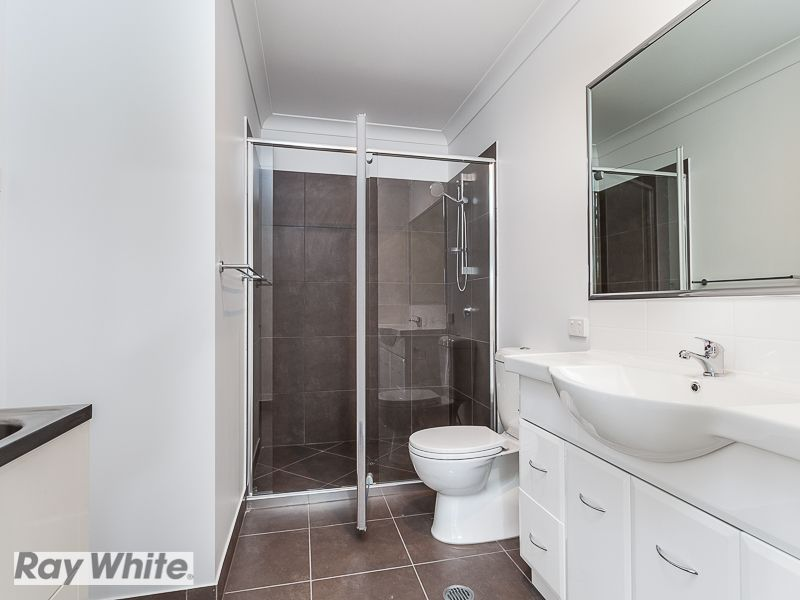 2/3 Celebration Crescent, Griffin QLD 4503, Image 2