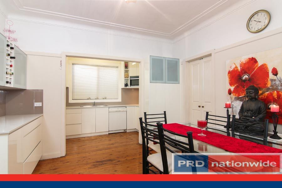 8 Holley Road, Beverly Hills NSW 2209, Image 2
