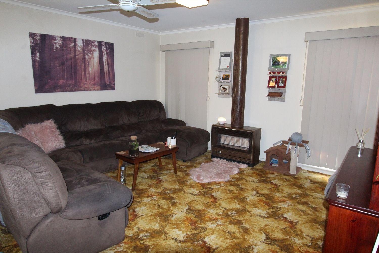 15 Osborn Avenue, Kangaroo Flat VIC 3555, Image 2