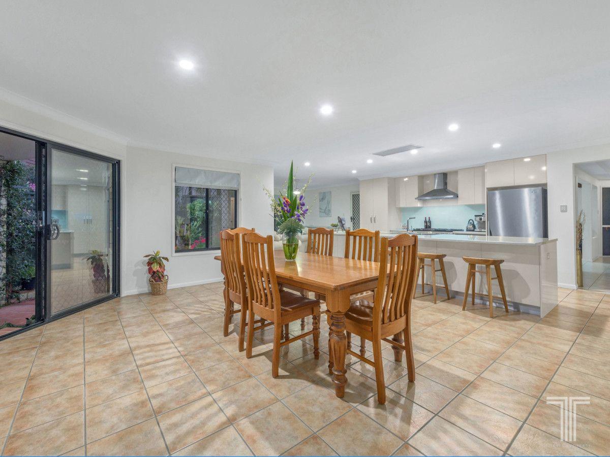49 Ablington Way, Carindale QLD 4152, Image 2