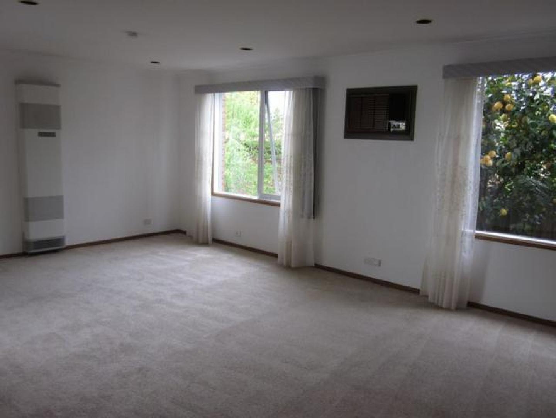 4 Sargood Court, Endeavour Hills VIC 3802, Image 2