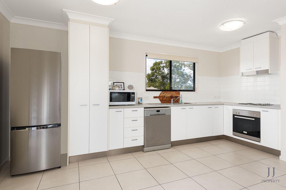 1&2/8 St Andrews Drive, Leichhardt QLD 4305, Image 2