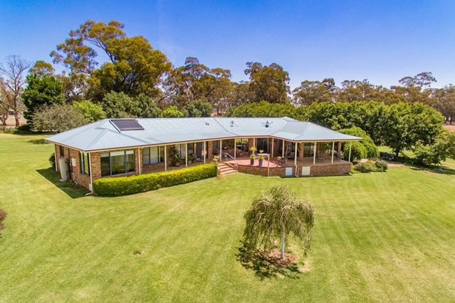 Picture of 656 Lachlan Valley Way, COWRA NSW 2794