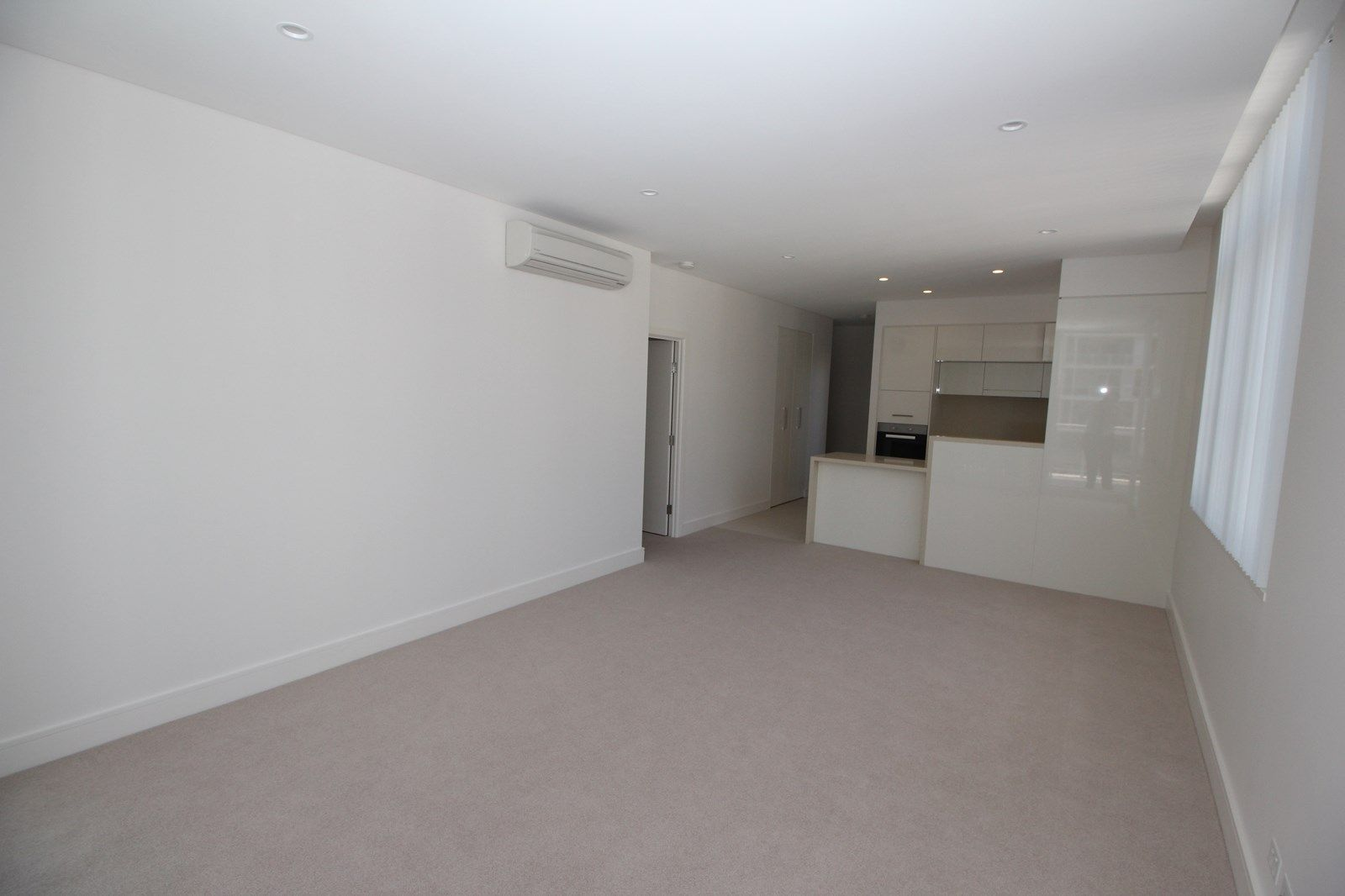 707/2 Palm Avenue, Breakfast Point NSW 2137, Image 2