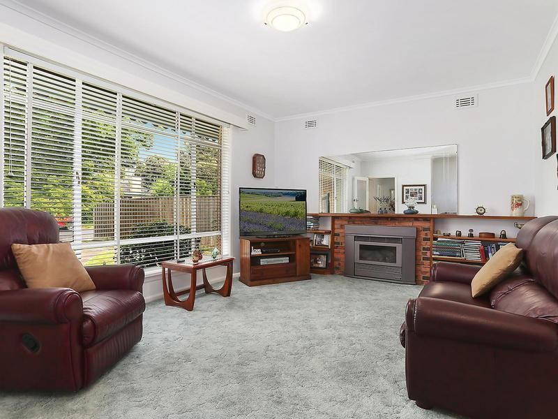 33 Longbrae Avenue, Forest Hill VIC 3131, Image 2