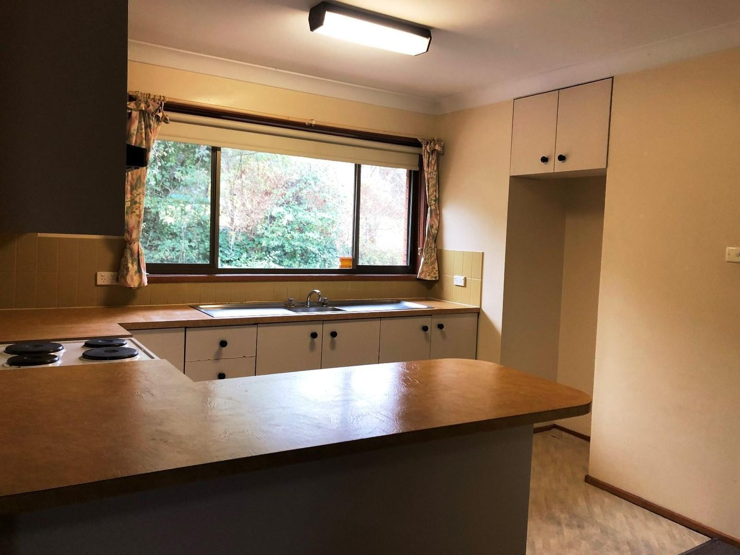 Unit 2/11 Oxley Drive, Bowral NSW 2576, Image 2