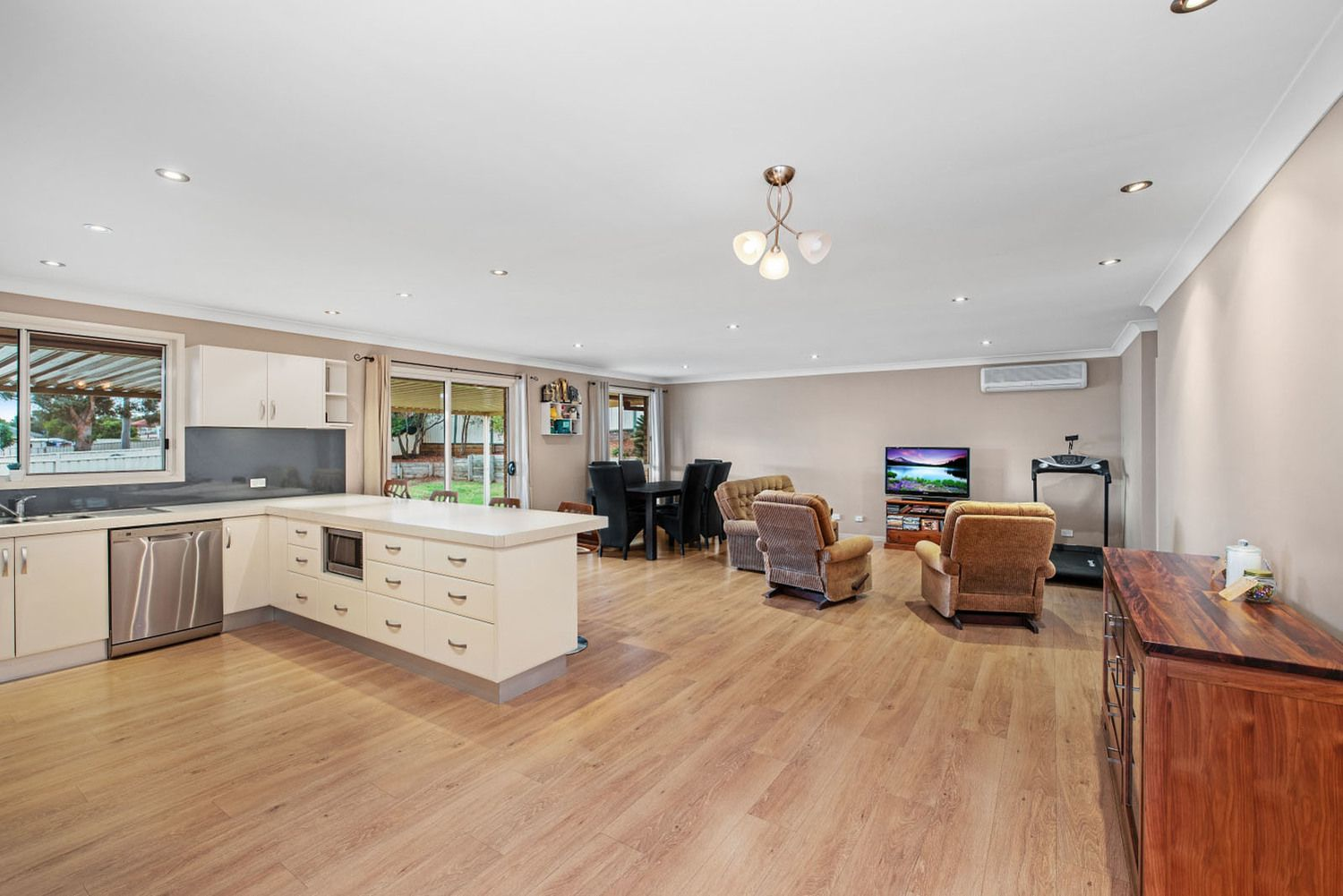 19 Benjamin Circle, Rutherford NSW 2320, Image 2