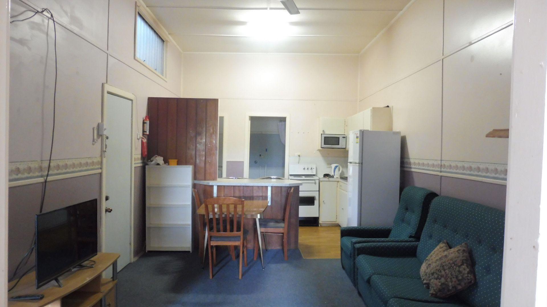 1/140 Dubbo St, Warren NSW 2824, Image 2