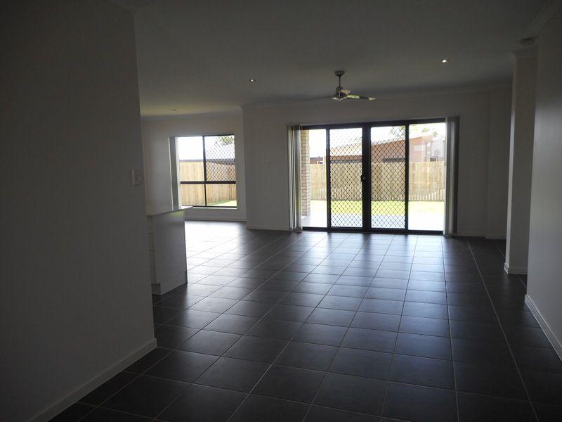 12 Varsity Crescent, Norman Gardens QLD 4701, Image 2