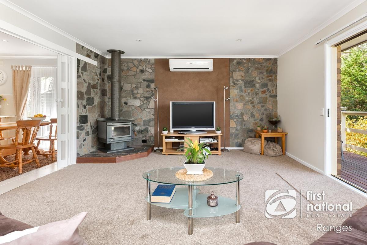 11 Caroline Avenue, Cockatoo VIC 3781, Image 2