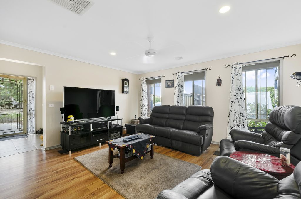 32 Toulouse Crescent, Hoppers Crossing VIC 3029, Image 2