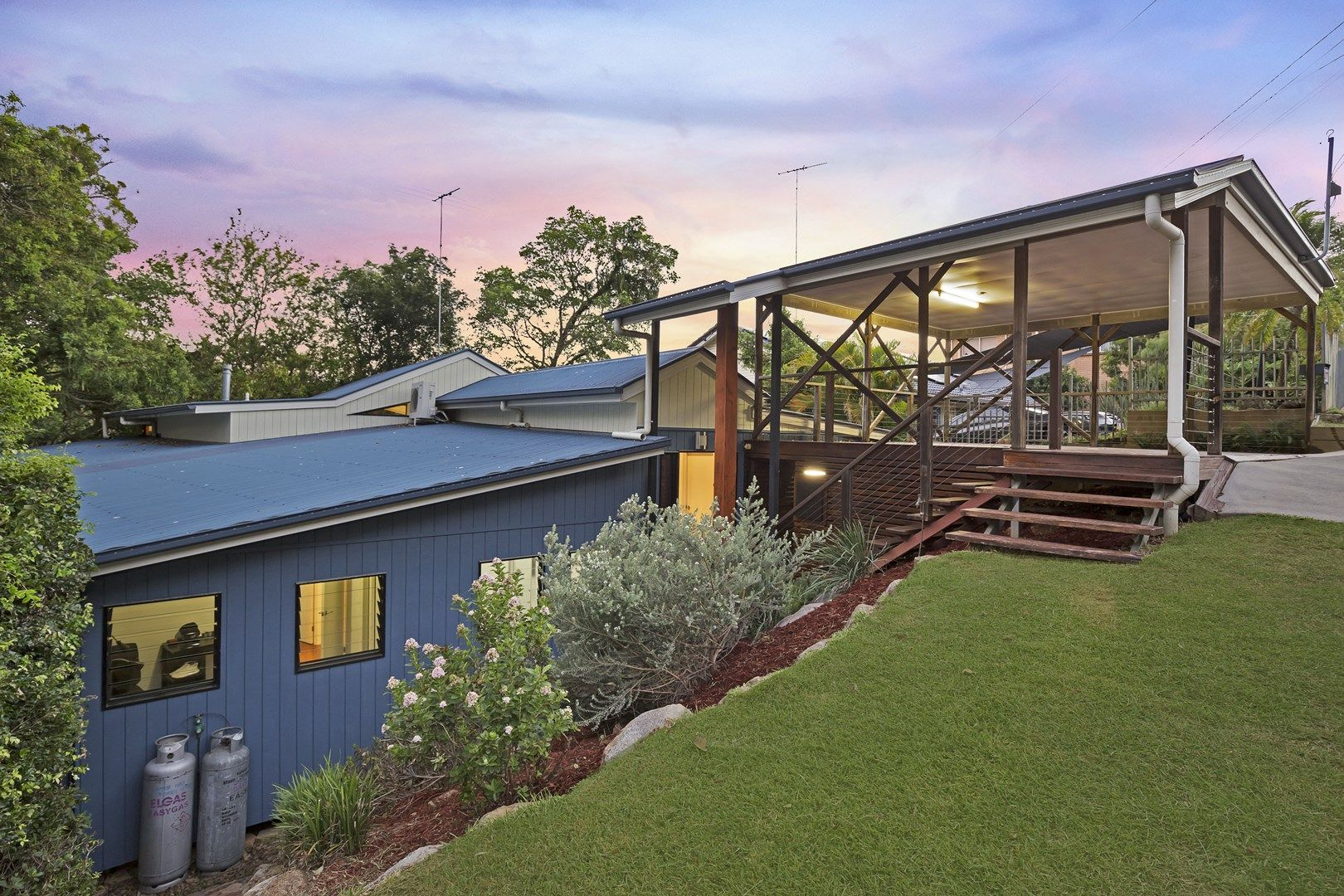 27 Dodwell Street, Holland Park West QLD 4121, Image 0