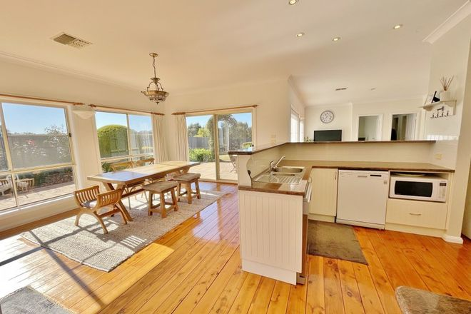 Picture of 13 Nellee Place, YOUNG NSW 2594