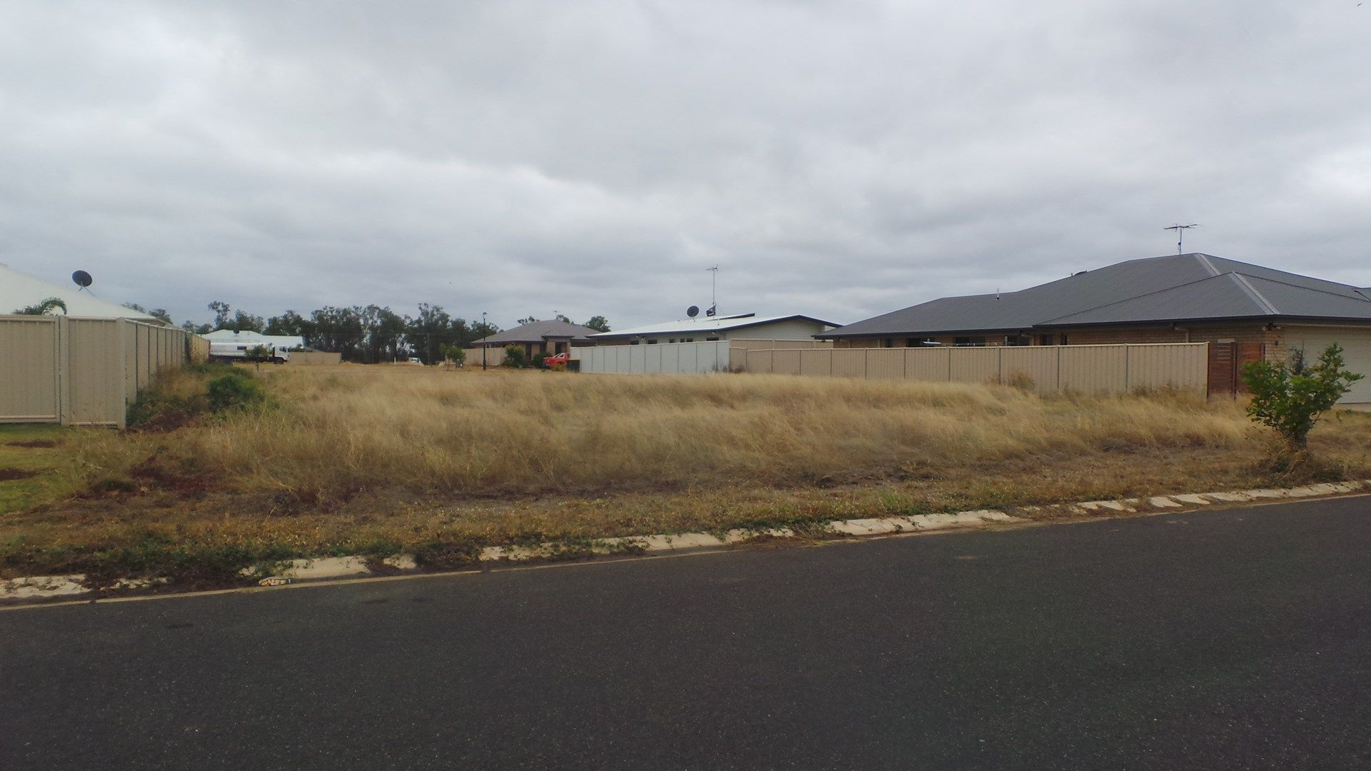 72 Canterbury Road, Emerald QLD 4720, Image 2