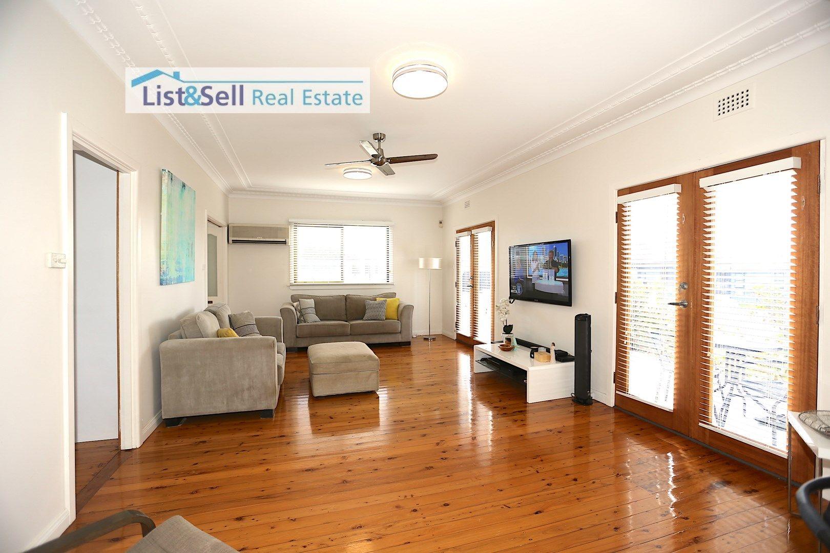 8 Wattle Avenue, Macquarie Fields NSW 2564, Image 0