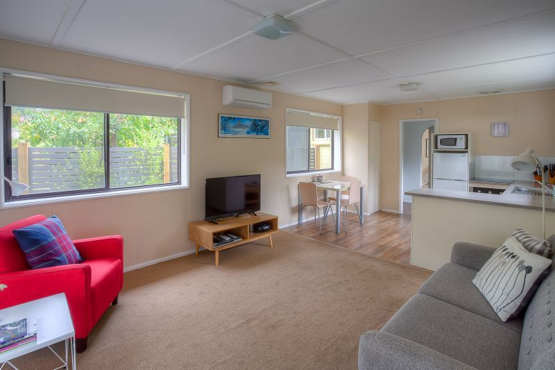 2/28 Showers Avenue, Bright VIC 3741, Image 2