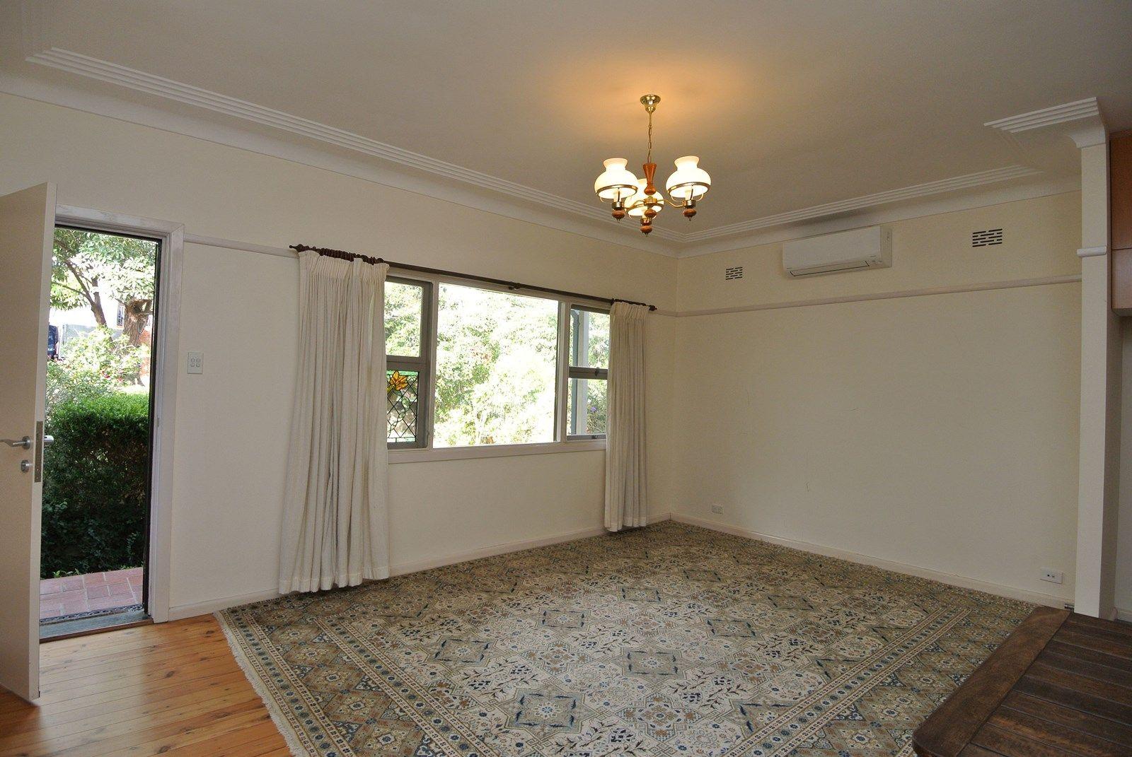 3 Vines Avenue, Forestville NSW 2087, Image 2