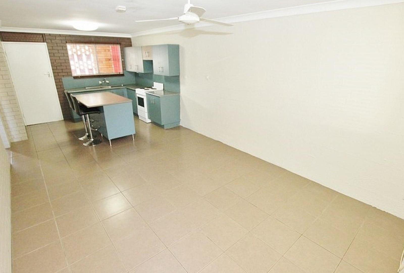 2/6 Bates Avenue, Park Avenue QLD 4701, Image 1