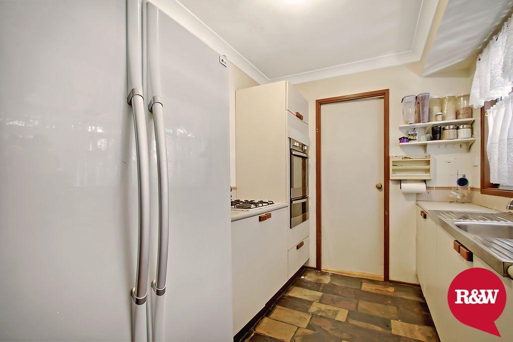19 Barnard Crescent, Oakhurst NSW 2761, Image 2