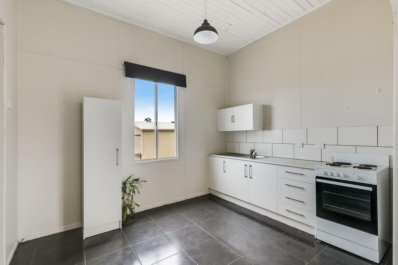 42 Davidson Street, Oakey QLD 4401, Image 1