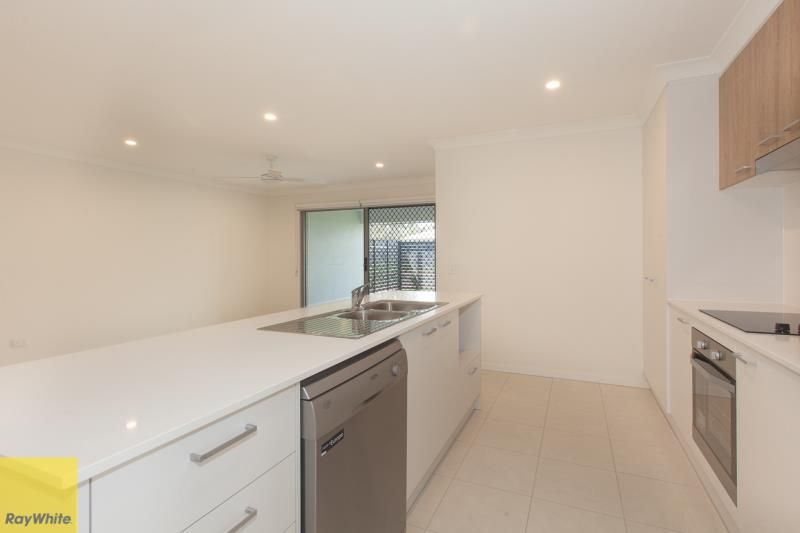 2/2 Smith Street, Burpengary QLD 4505, Image 2