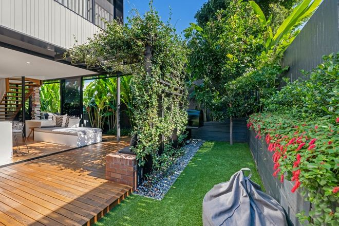 Picture of 1/12 Longfellow Street, NORMAN PARK QLD 4170