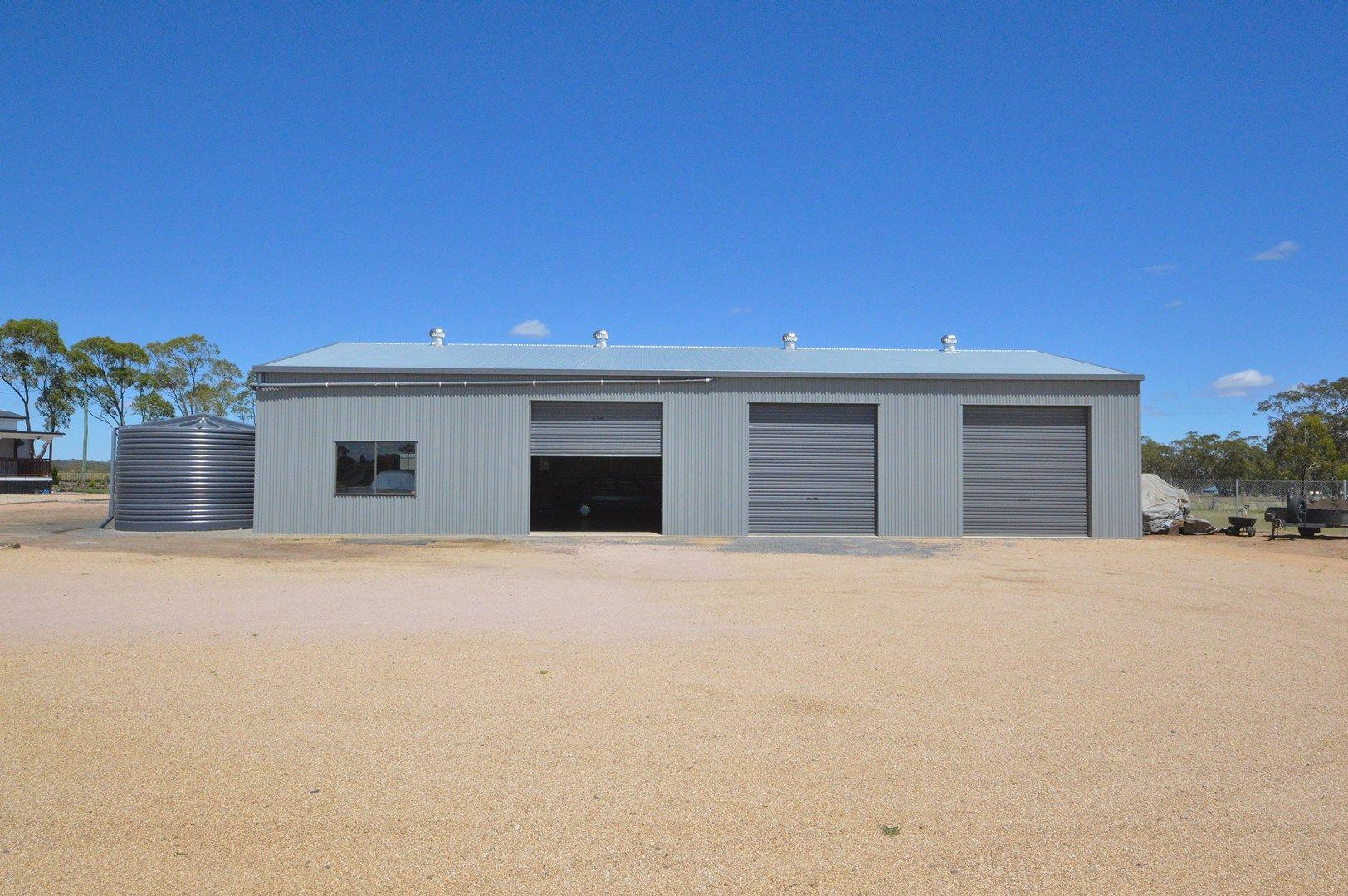 98 Goomburra Street, Hendon QLD 4362, Image 2