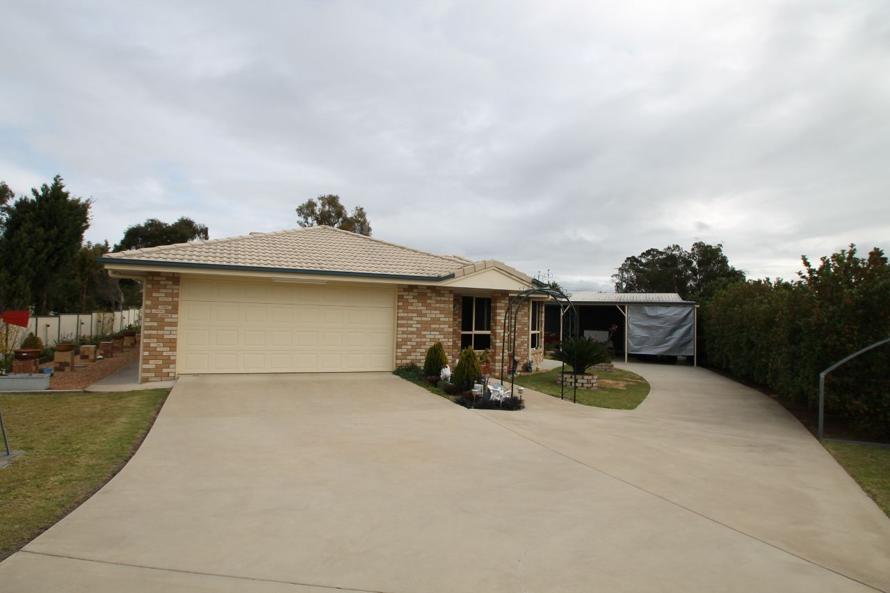 32 Doncaster Drive, Warwick QLD 4370, Image 0