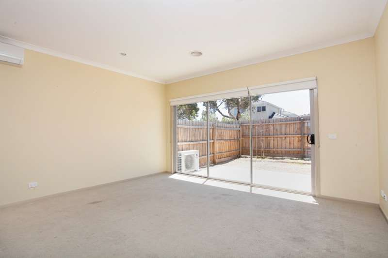 11 Admiralty Lane, Sydenham VIC 3037, Image 2