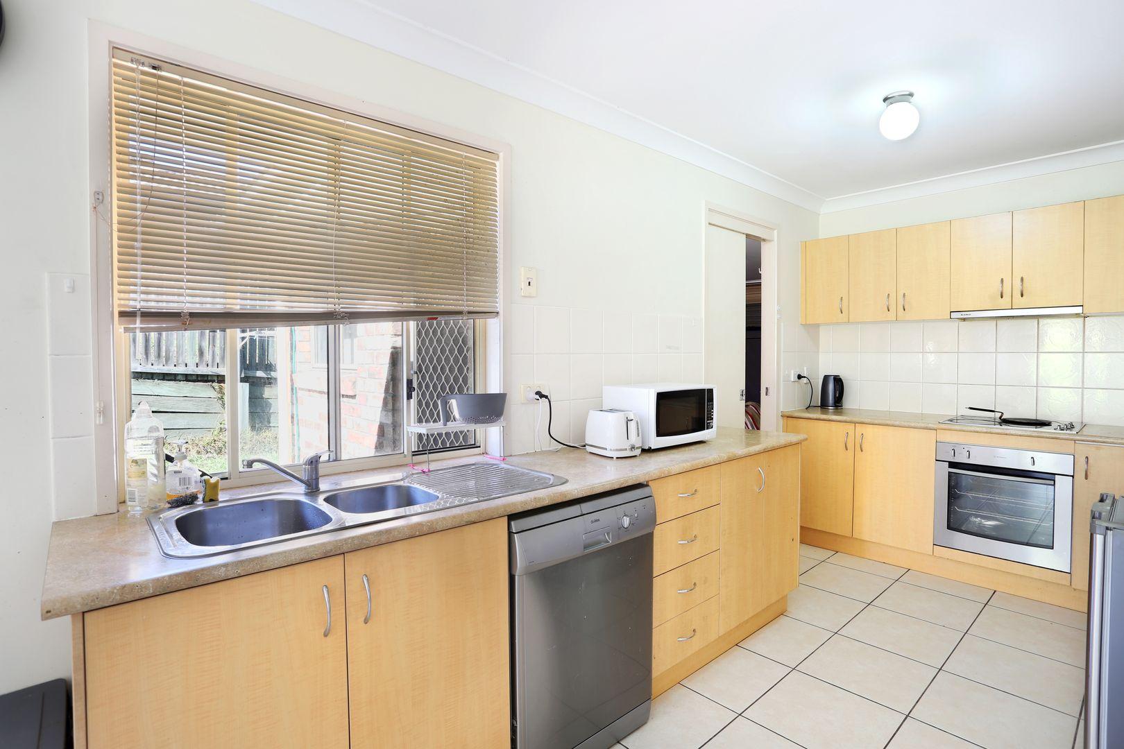 32 Emily Place, Sumner QLD 4074, Image 1