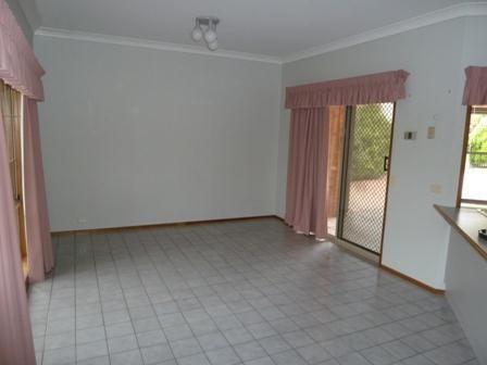 7 Scullin Court, Wodonga VIC 3690, Image 2