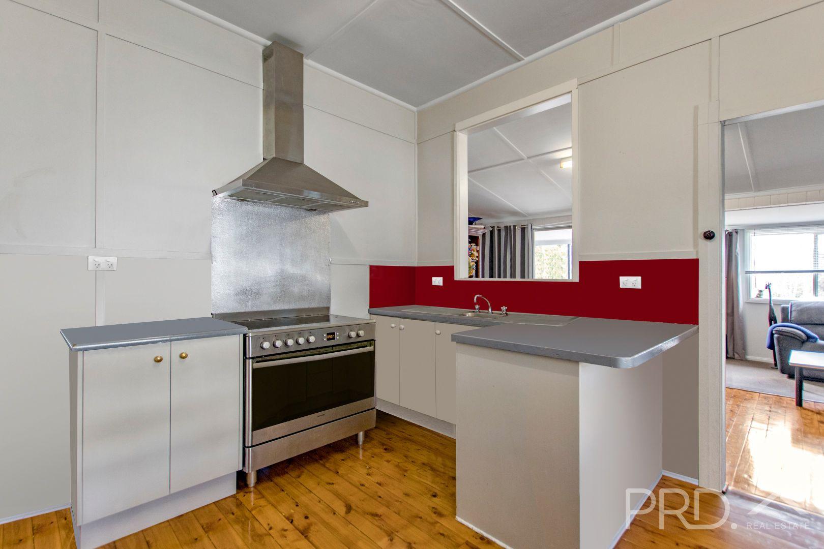 98 Russell Street, Tumut NSW 2720, Image 2