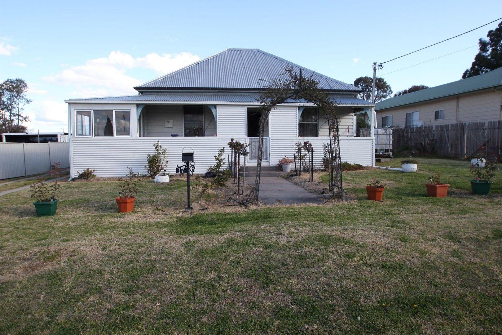17 Margaret Street, Tenterfield NSW 2372, Image 0