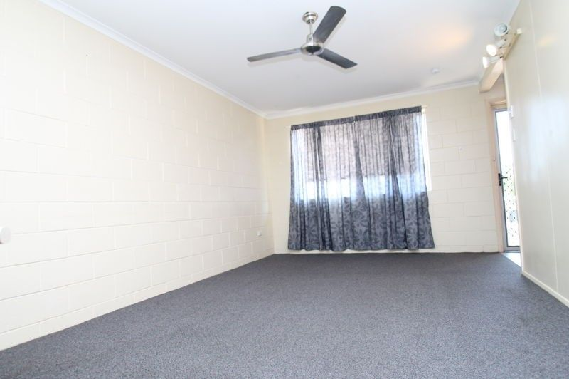 2/11 Illawarra Drive, Kin Kora QLD 4680, Image 1