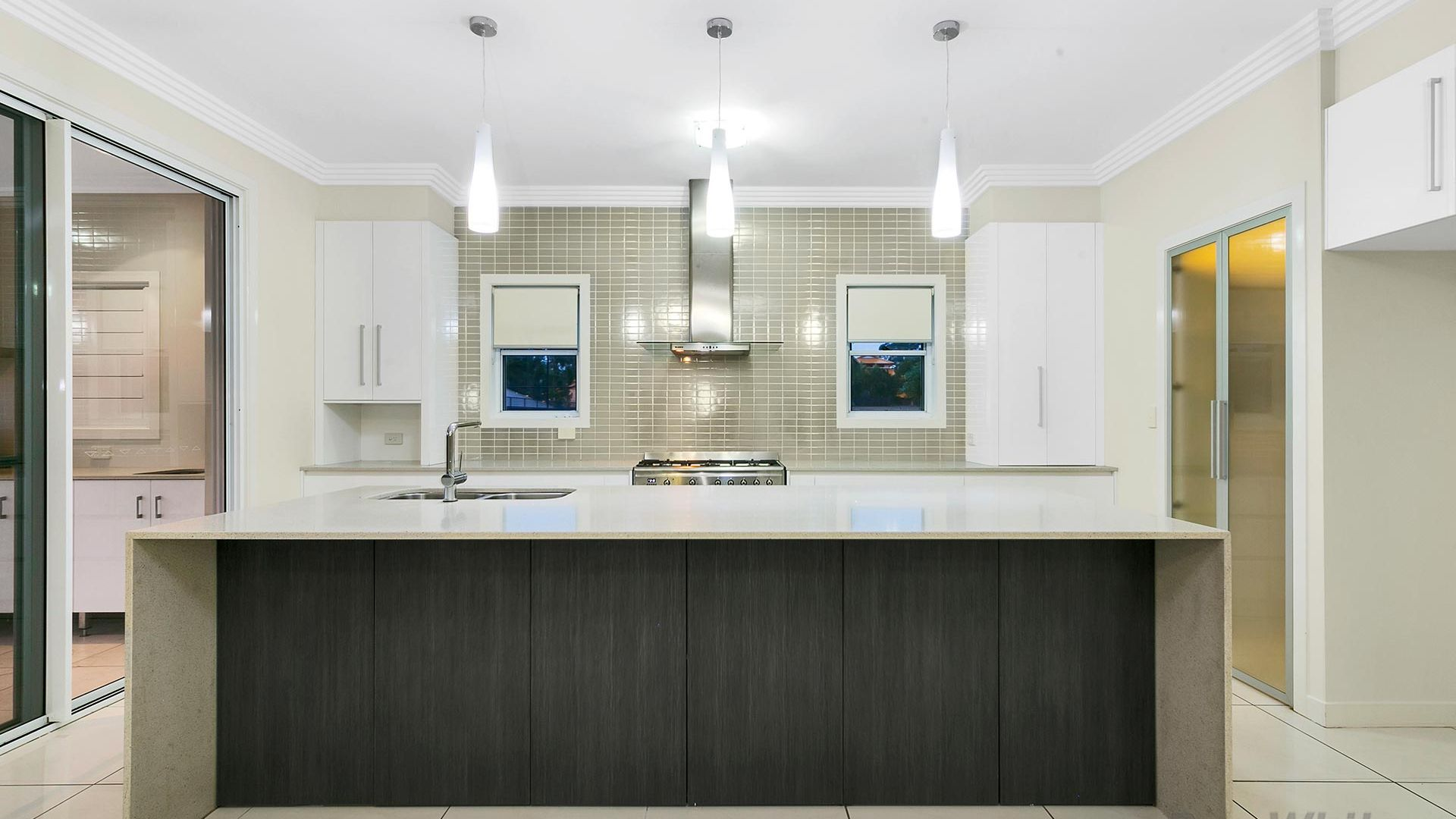10 Meredith Street, Eight Mile Plains QLD 4113, Image 1