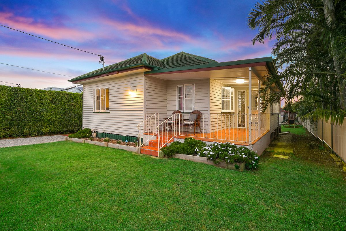 18 Berrimilla Street, Manly West QLD 4179, Image 0